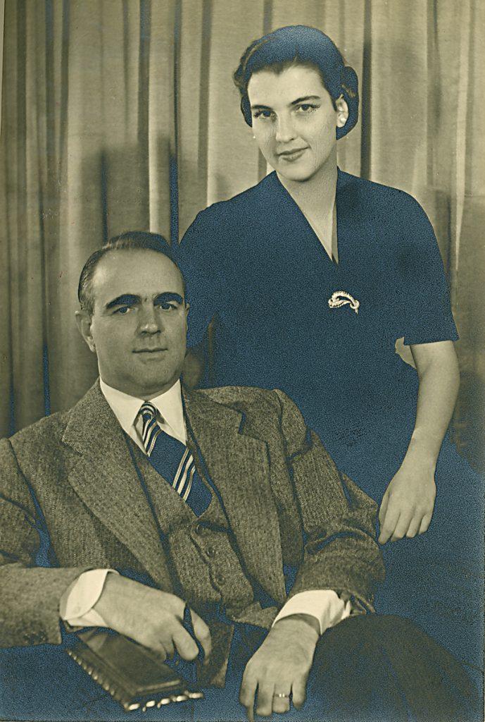 <b>31 Μαΐου 1952</b><br><br>Παντρεύεται με την Αμαλία Κανελλοπούλου