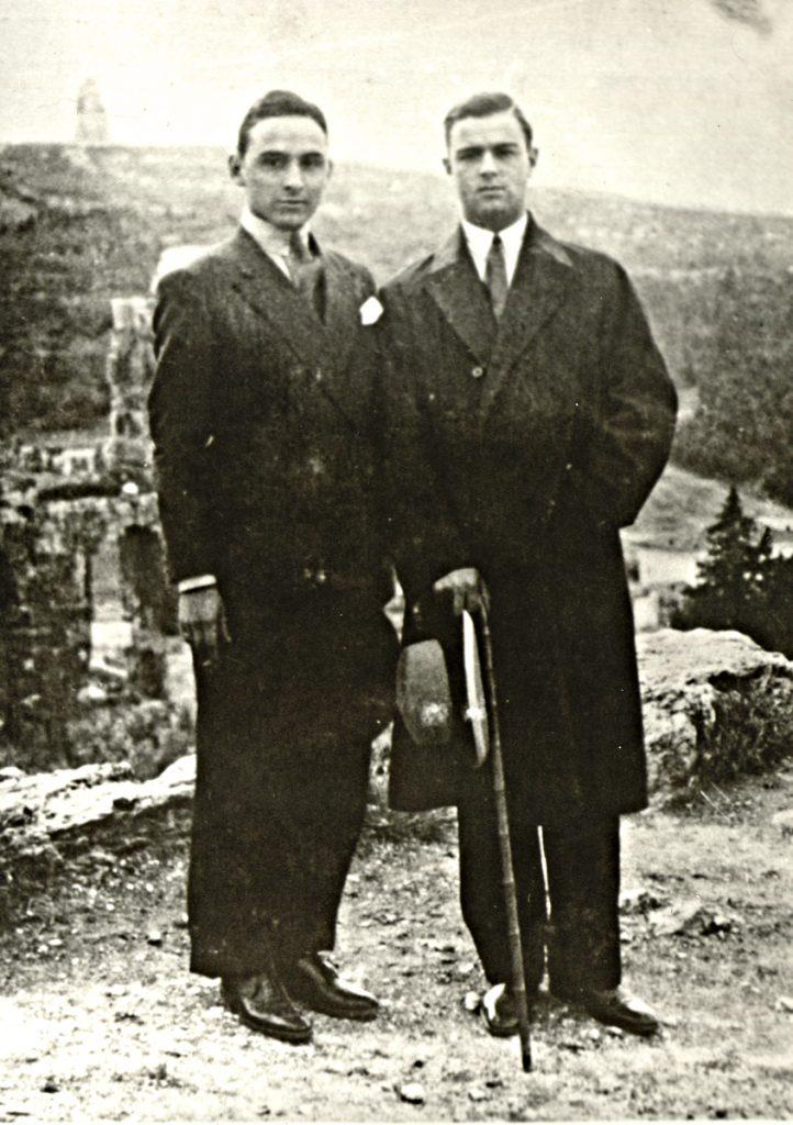 <b>1925-1929</b><br><br>Σπουδάζει στη Νομική Σχολή του Πανεπιστημίου Αθηνών